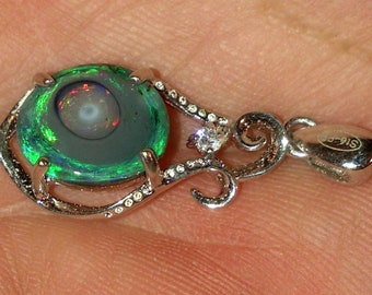 Pendant with Opal Black from Australia (Liightning ridge) of 1.85 carat