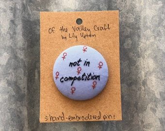 Hand embroidered pin - not in competition - 45mm