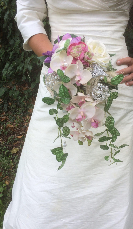 Hot Wedding Trend: Cascading Bouquets - Pretty Happy Love