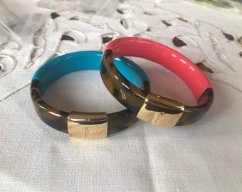 mint condition non-tarnish metal peach and salmon colour natural shell Metal and shell vintage bangle bracelet set of 2 80/'s,size small