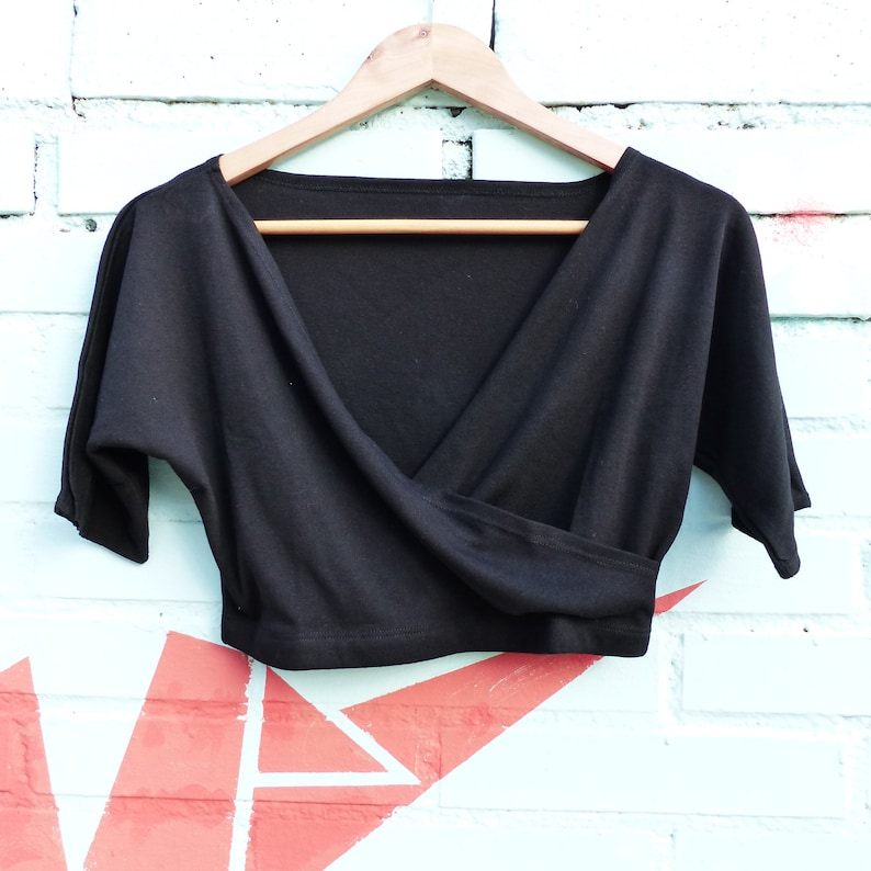 8e20f55813 Top crop negro fiesta ropa de los 80 top corto de baile   Etsy
