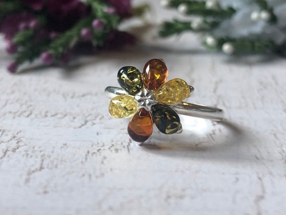 Baltic Amber Flower Ring. Vintage Silver Ring.