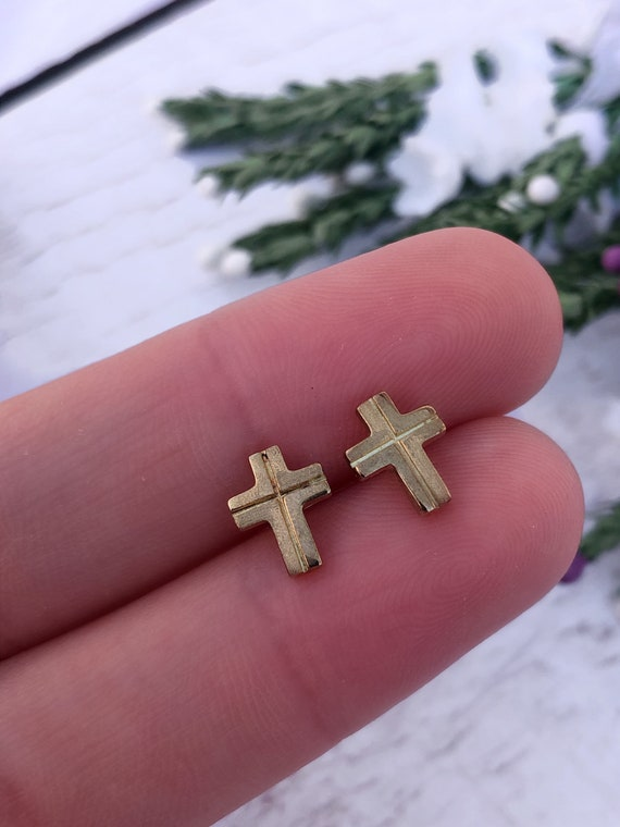 9ct Gold Cross Stud Earrings.