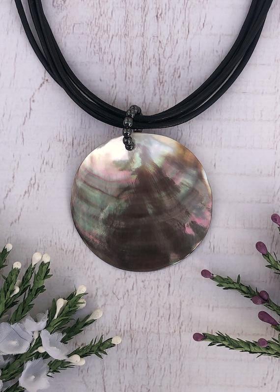 Shiny Circle Shell Necklace.