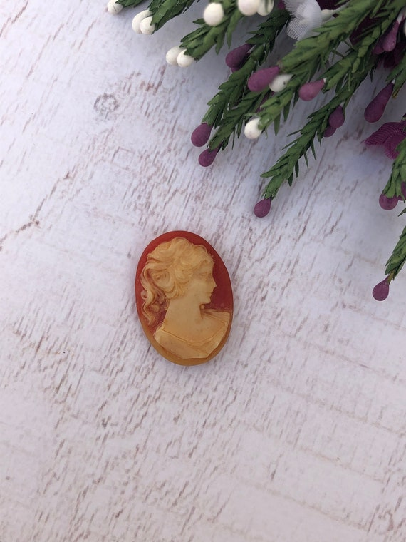 Antique Cameo. Loose Cameo for a Pendant or Brooch.