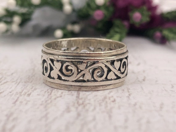 Vintage Filigree Silver Love Heart Band.