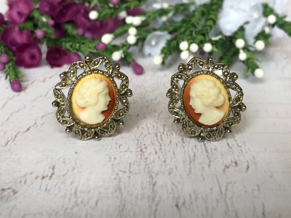 Vintage Cameo Earrings, Clip On Cameo Earrings.