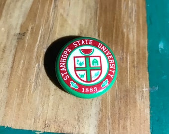 1 inch Distinguished Alumni Lapel Button