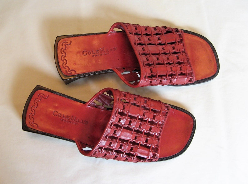 Cole Haan Sandals Slides Size 8B Burgundy Dark Red with Open Toes and Chunky 1.5 Inch Square Heels