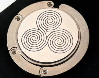Triple spiral labyrinth purse hanger. Comes with an elegant black velvet pouch. Laser engraved.