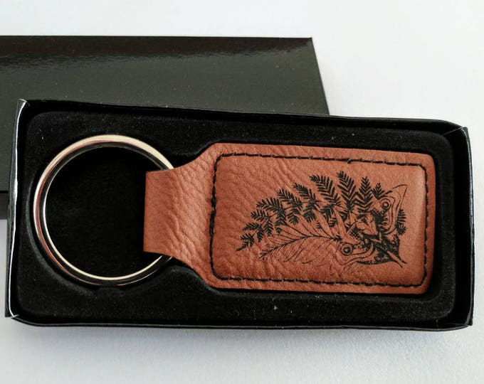 TLOU Ellie's Tattoo Key chain, laser engraved on brown leatherette. Customise with your name or any other inscription! The Last of Us