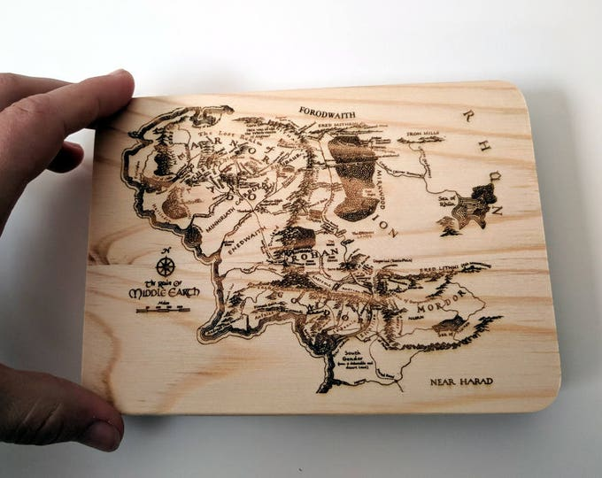 Tolkien wooden box, laser engraved with the map of Middle Earth. Great for rings, photos and other precious items. Can be customized!