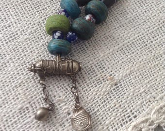 Hebron-African vintage traderbeads with small silver amulet from Yemen