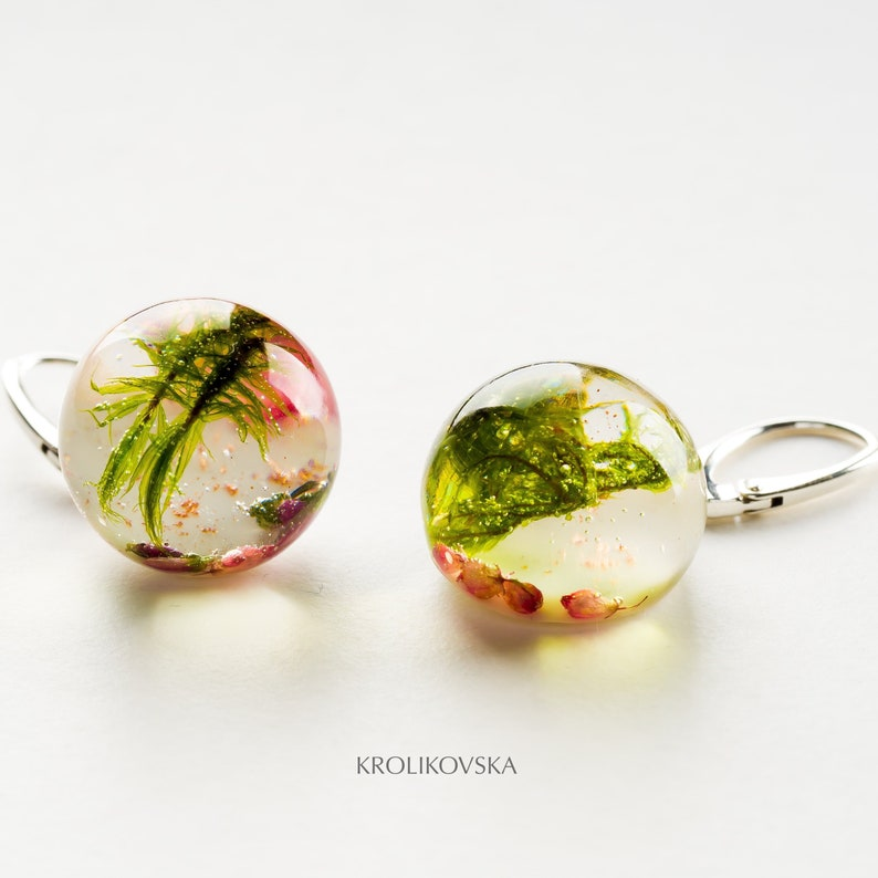 Earrings with moss Earrings with heather terrarium earrings Pink heather and green forest moss earrings Moss earrings resin jewellery