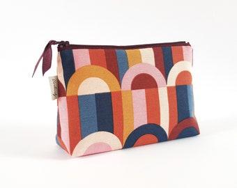 Cosmetic bag, cosmetic bag, make-up bag, bordeaux semicircle, colorful, dark red, graphic