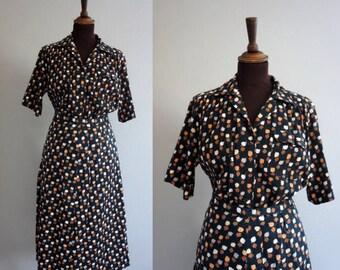 1970s 2-Piece Set / Vintage Skirt and Blouse / 1970s Leaf Patterned Set / Large Size Vintage