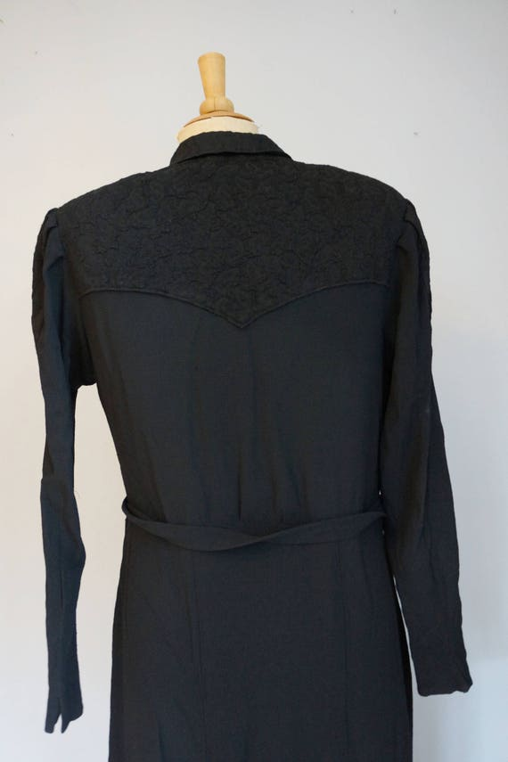1930s Black Dress with Lace - image 7