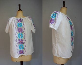 Mexican Embroidered Peasant Blouse / Vintage Cross Stitch Blouse