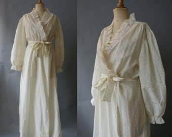 1970s Cream Floral Lace Robe