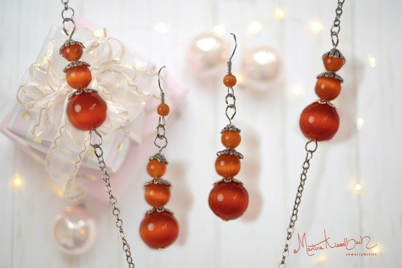 Long necklace with a large pendant and matching earrings made of orange cat/'s eye Necklace with earrings jewelry made of cat/'s eye