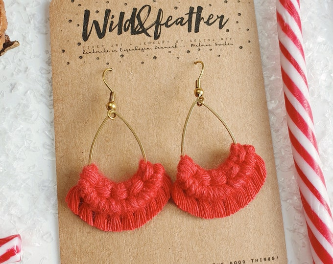 Wild And Feather macrame earrings: Drops mini - red