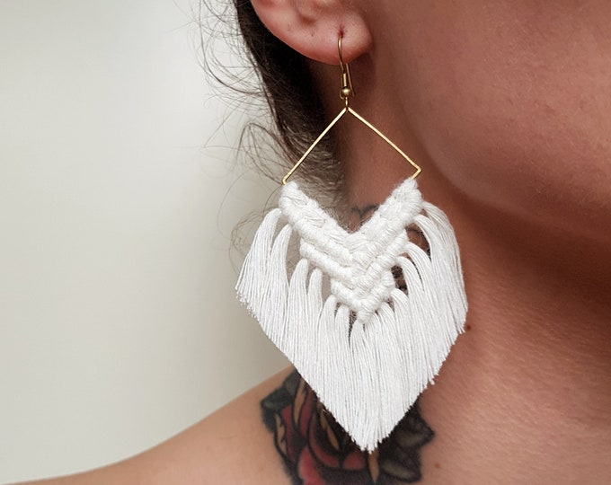 Wild And Feather macrame earrings: Maya - natural