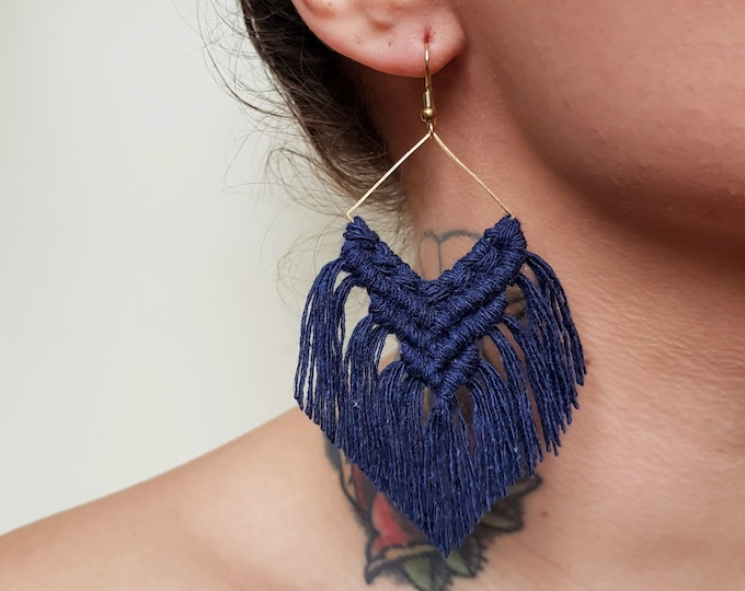 Wild And Feather macrame earrings: Maya - navy blue (pre-order)