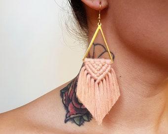 Wild And Feather macrame earrings: Sahara - blush