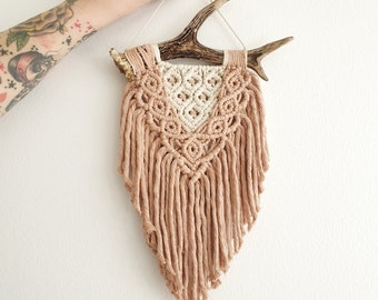 Dana - small macrame wallhanging / tapestry made from all natural materials in natural and dusty rose tones on antler