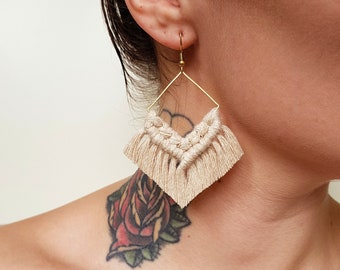 Wild And Feather macrame earrings: Molly - beige