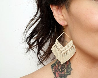 Wild And Feather macrame earrings: Molly - champagne