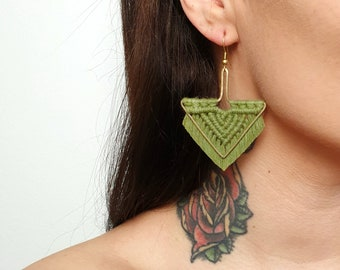Wild And Feather macrame earrings: Arrow - olive green