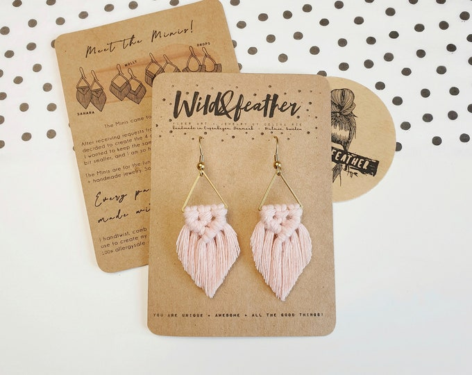 Wild And Feather macrame earrings: Sahara mini - blush