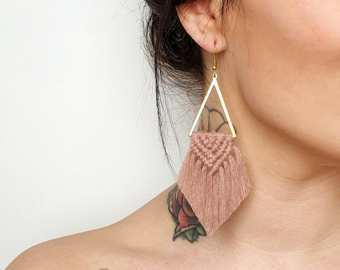 Wild And Feather macrame earrings: Sahara - dusty lavender