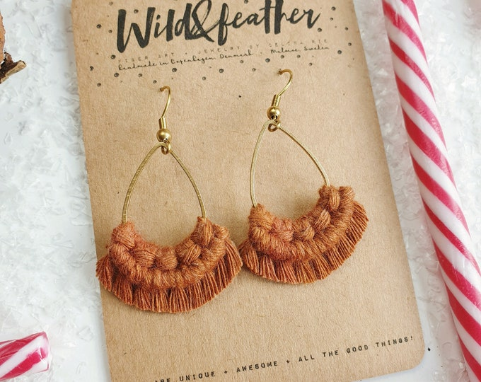 Wild And Feather macrame earrings: Drops mini - ginger bread