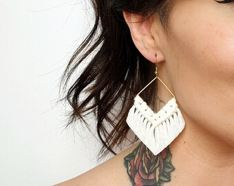 Wild And Feather macrame earrings: Molly - snow white