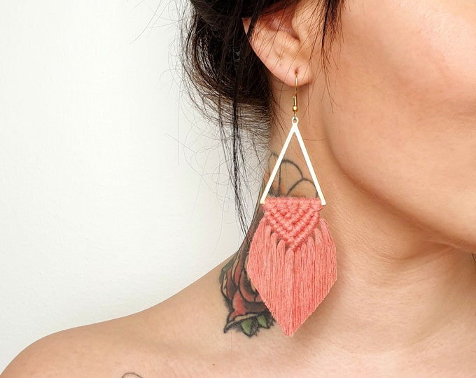 Wild And Feather macrame earrings: Sahara - dusty raspberry