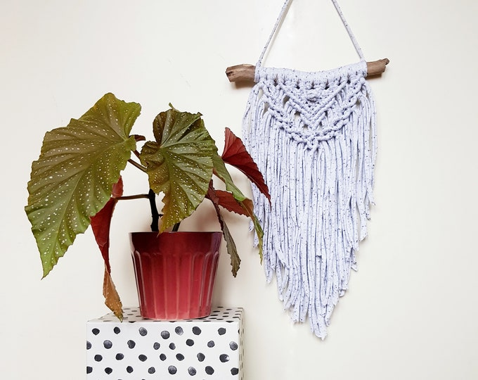 Mini wallhanging - dotted grey