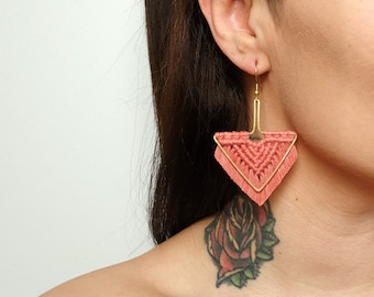 Wild And Feather macrame earrings: Arrow - dusty raspberry