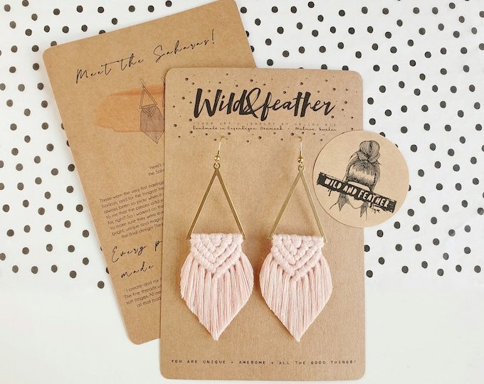 Wild And Feather macrame earrings: Sahara - blush