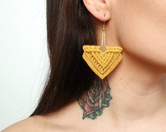 Wild And Feather macrame earrings: Arrow - mustard
