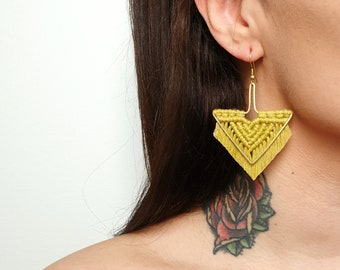 Wild And Feather macrame earrings: Arrow - ocher yellow