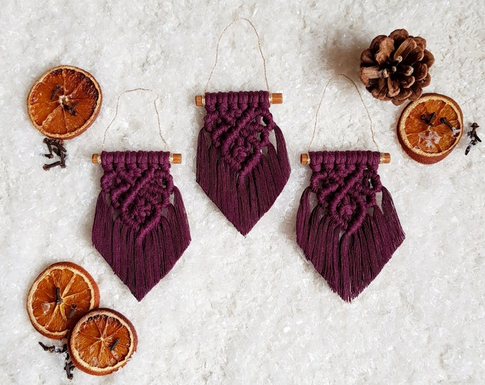 Classic ornaments - plum