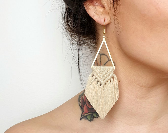 Wild And Feather macrame earrings: Sahara - champagne