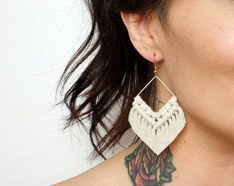 Wild And Feather macrame earrings: Molly - natural