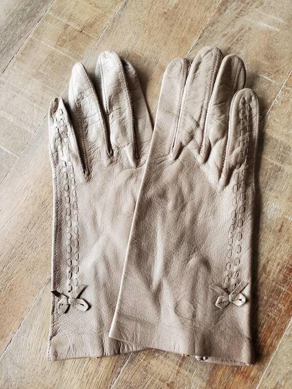 Beige leather gloves, vintage gloves, leather glov