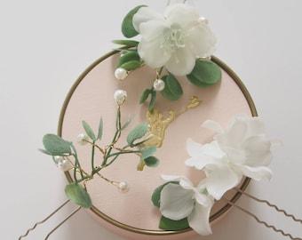 set of 3 flower hair pins , floral hair pin set , white flower pins, white flower hair , bridal headpiece ,