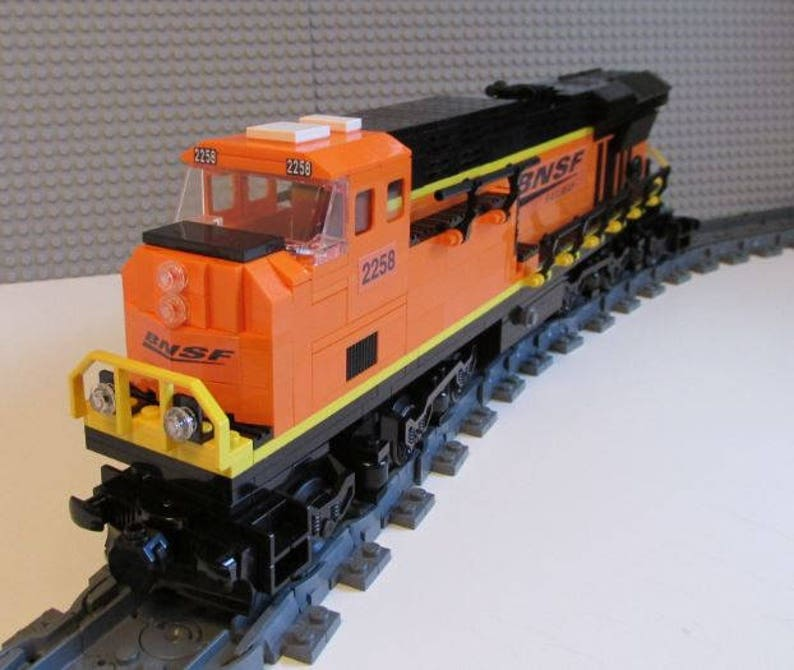 Custom Lego Train BNSF ES44ac