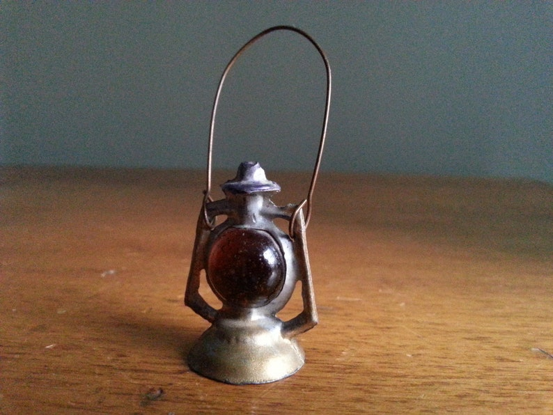 "Miniature Dollhouse Amber Glass Fruit Bowl 1//2/"" H"