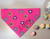 Herziges Hundehalstuch mit Tunnel - Candy Colors - Herzen pink bunt